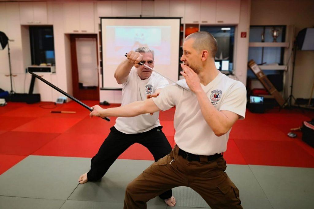 Giron-Master Frank Büchner (links) und Giron-Guro Hanjo Bergmann beim Internationalens Online-Escrima-Camp aus dem Bodocentrum Hamburg